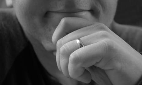 man-wearing-wedding-ring